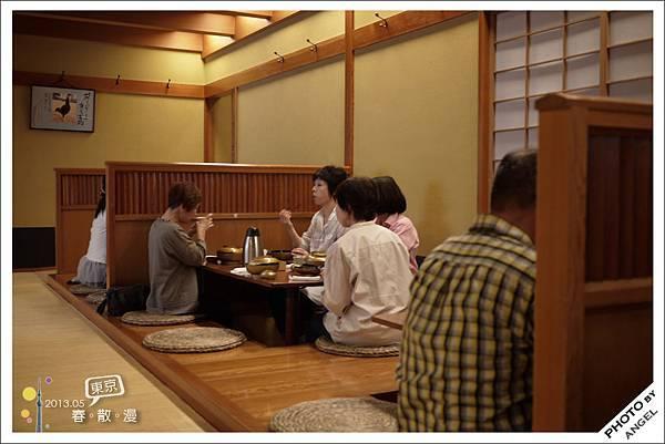店裡面是傳統的榻榻米座位
