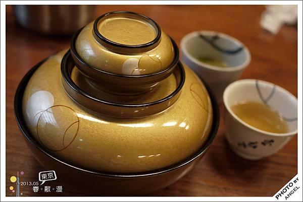 金色的大小碗感覺就很好吃