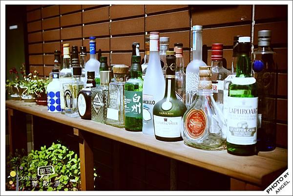 五花八門的酒瓶擺起來也是一種獨特的美