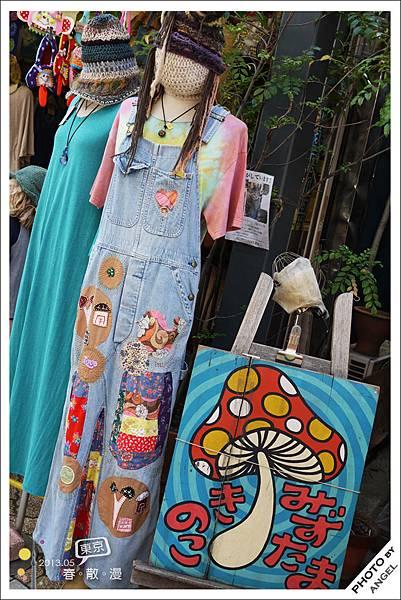 高円寺是個擁有多元文化的區域,服飾店的衣服也會帶點異國風