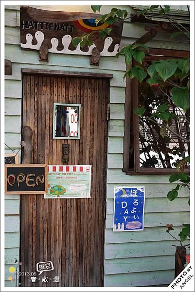 這座小木門讓人有進入童話屋的FU