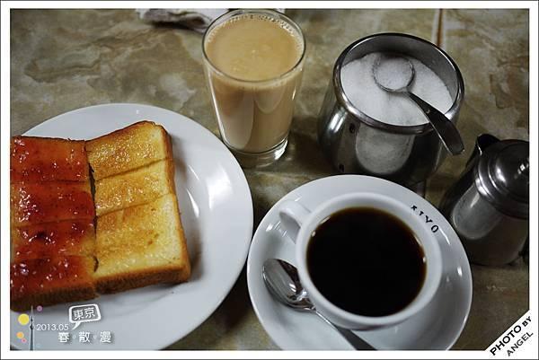 一份簡單的烤吐司搭配一杯香醇的咖啡真是完美!