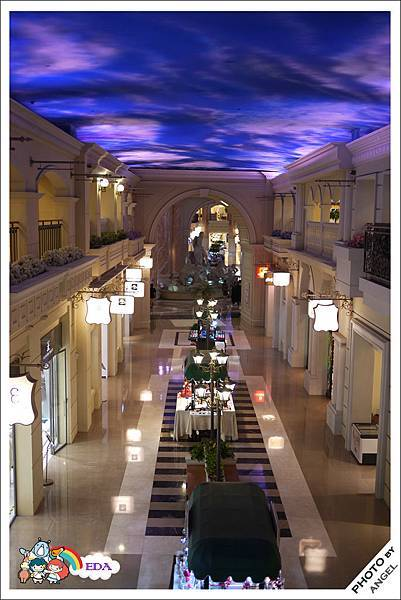 媲美澳門威尼斯人的天幕造景購物街道.jpg