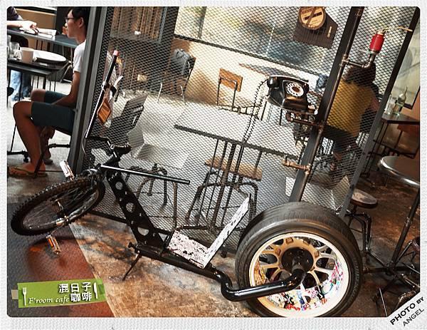 進門先看到一台帥氣的腳踏車.jpg