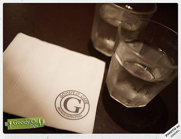 餐巾紙與水杯.jpg