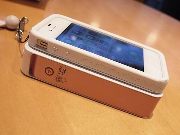 跟iPhone 4比厚度.JPG
