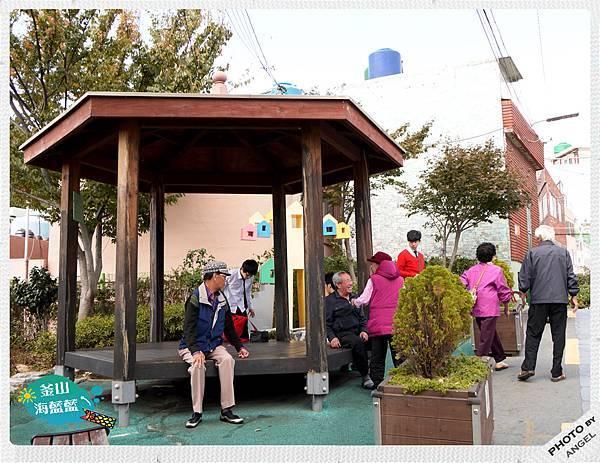 整個文化村裡有好多個發呆亭,真棒!.jpg