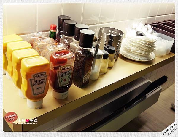 開水和醬料都在吧檯請自便.jpg
