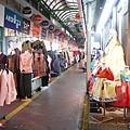 廣藏市場也是當地人購買韓服的第一選擇.jpg