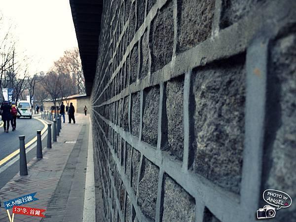 德壽宮旁的石牆路就是貞洞路起點.jpg