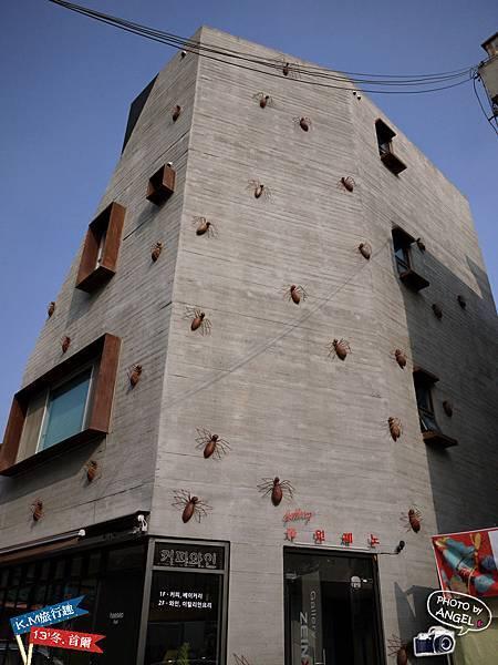 這棟建築也太可怕了.jpg