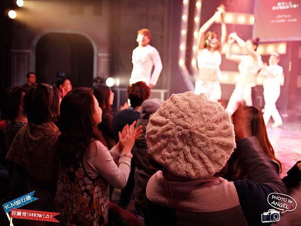 台下觀眾也一起跟著舞動.jpg