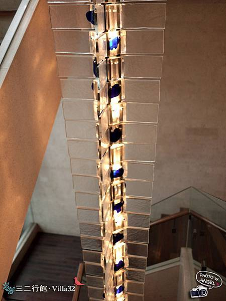 懸掛在樓梯間的裝飾品.jpg