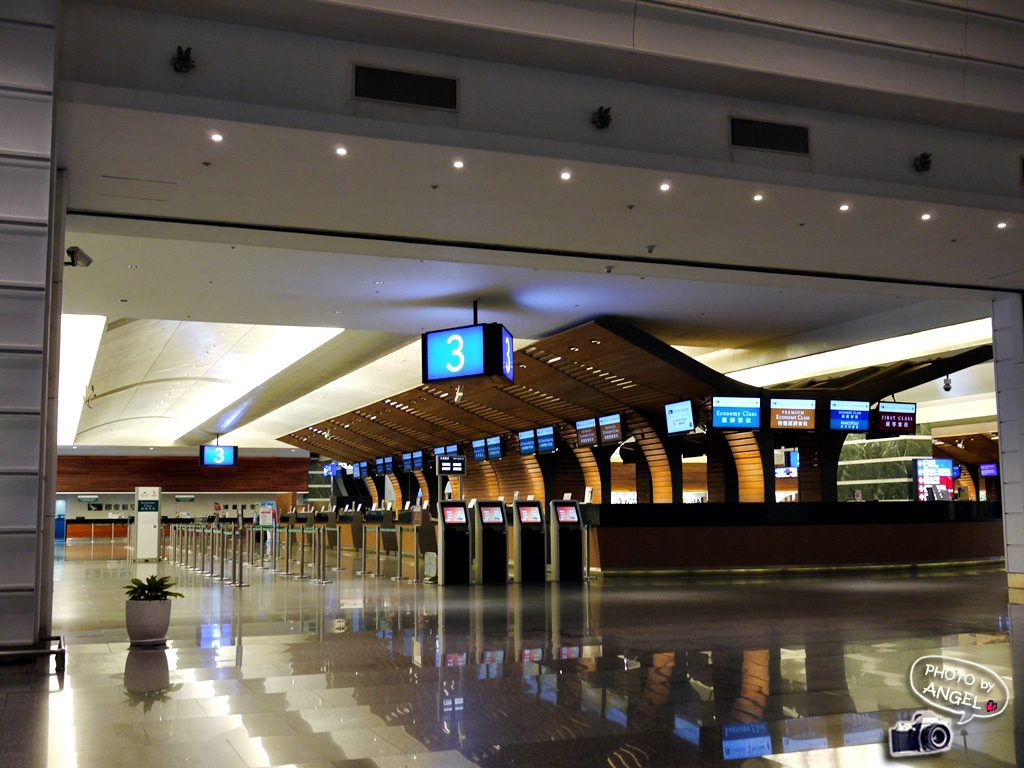 凌晨一點的桃園機場.jpg