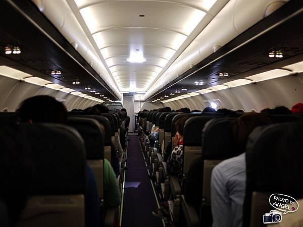 又小又擠的飛機.jpg