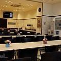 大廳休息空間以及用餐區.jpg