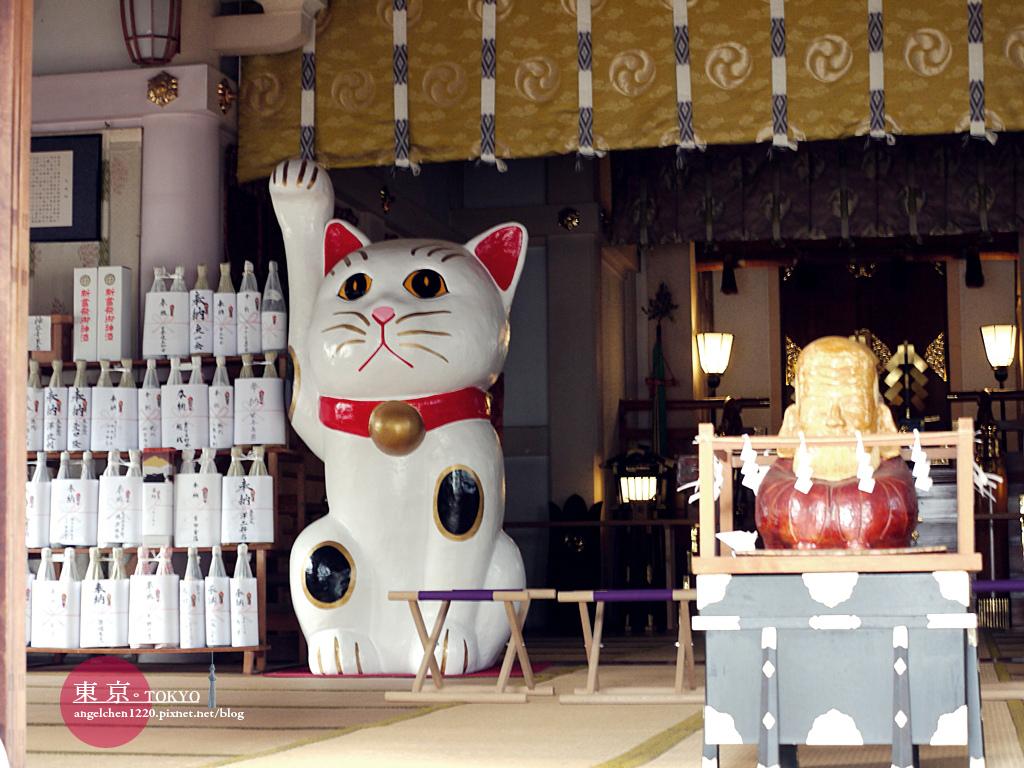 主殿內還有一隻巨大的招財貓