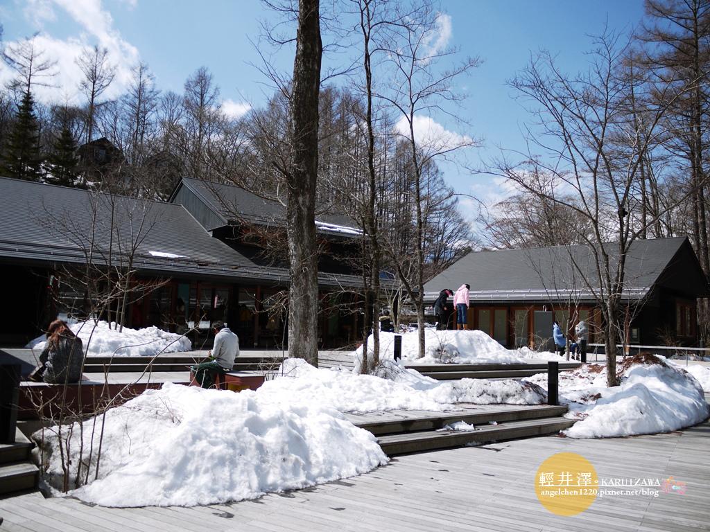 輕井澤的積雪多到讓人意想不到.jpg