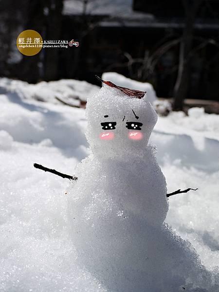 大家很開心的堆了一個小雪人.jpg