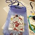 為了避免手機墜海還是乖乖的放在袋子裡.jpg