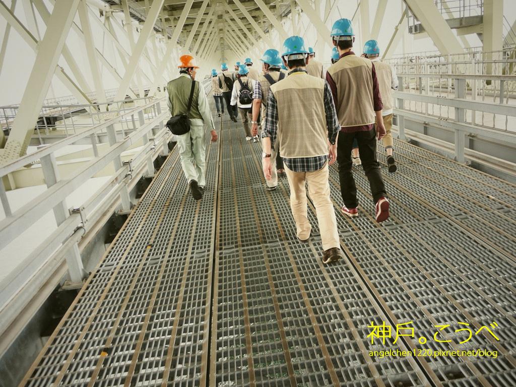 走到大橋主塔大約是1公里的距離.jpg
