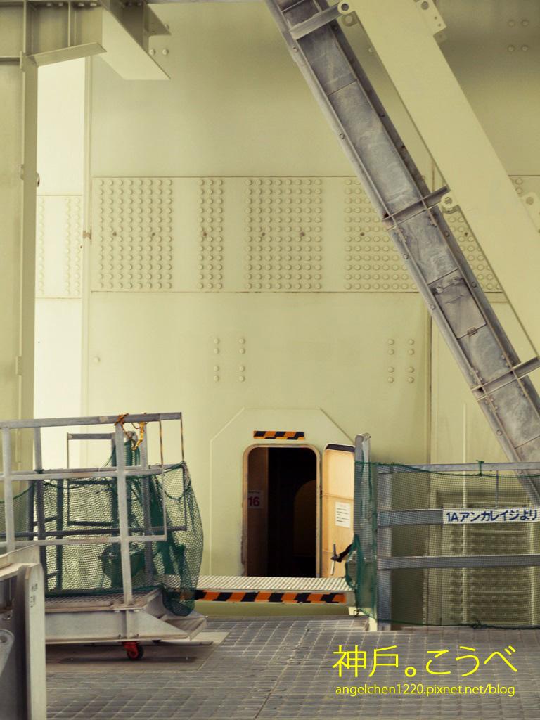進入這個小門可以通往塔頂.jpg
