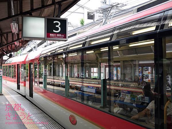 展望列車的特色就是有大片的玻璃窗.jpg