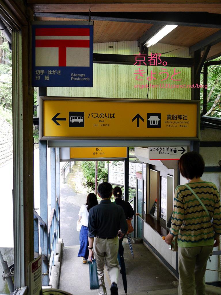 出站後就可以看到巴士站.jpg