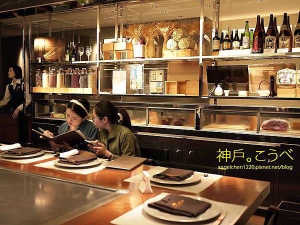 用餐區只有10個座位所以一定要訂位.jpg