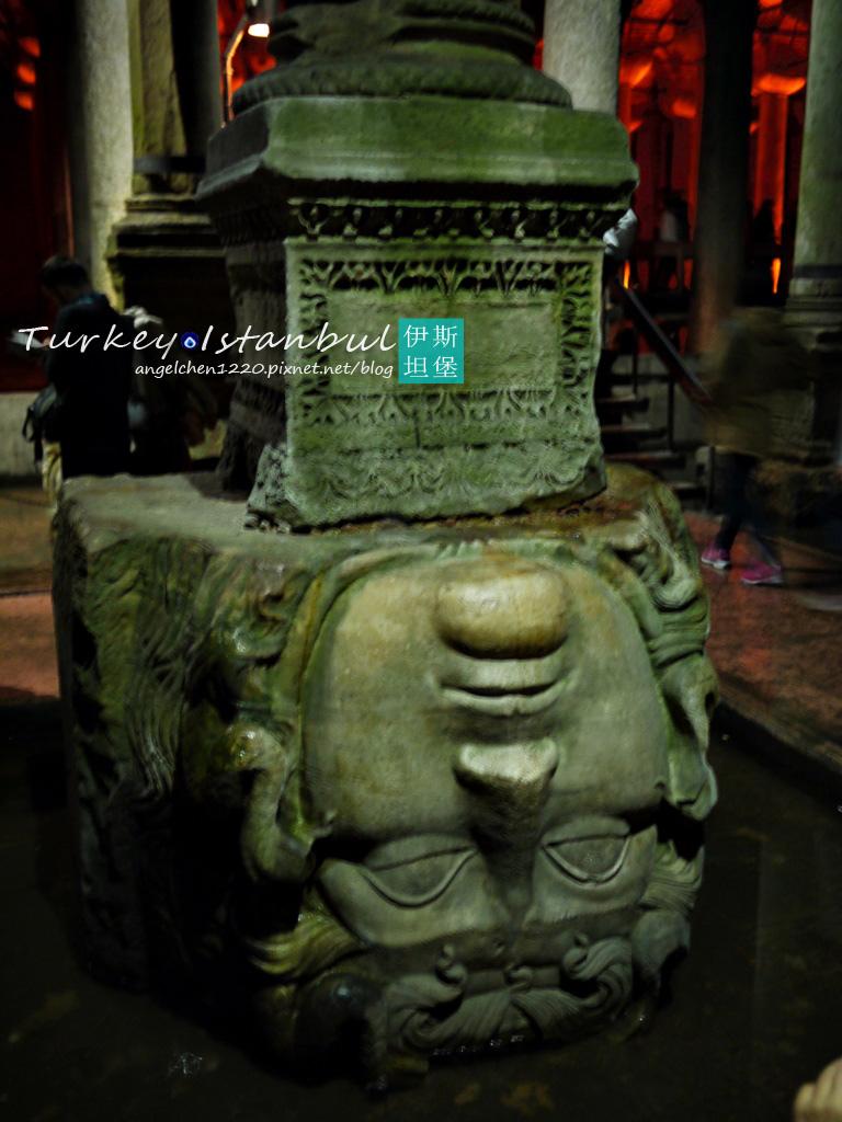 被壓在柱底的梅杜莎頭像2.jpg