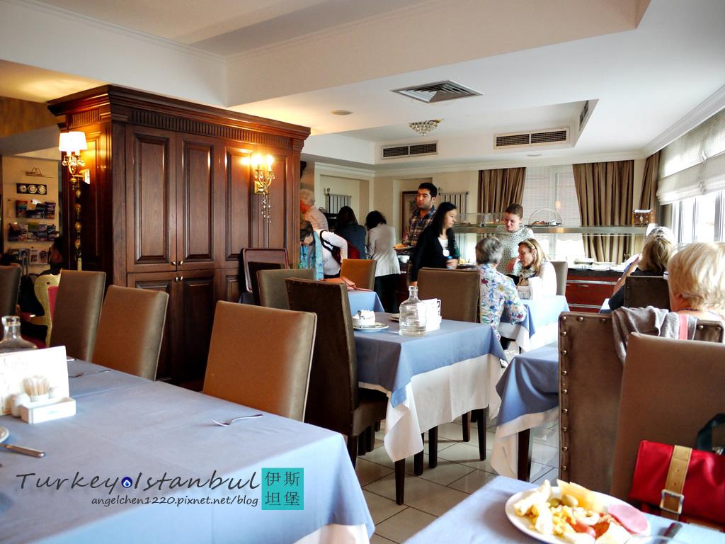 Hotel Daphne的早餐用餐處.jpg