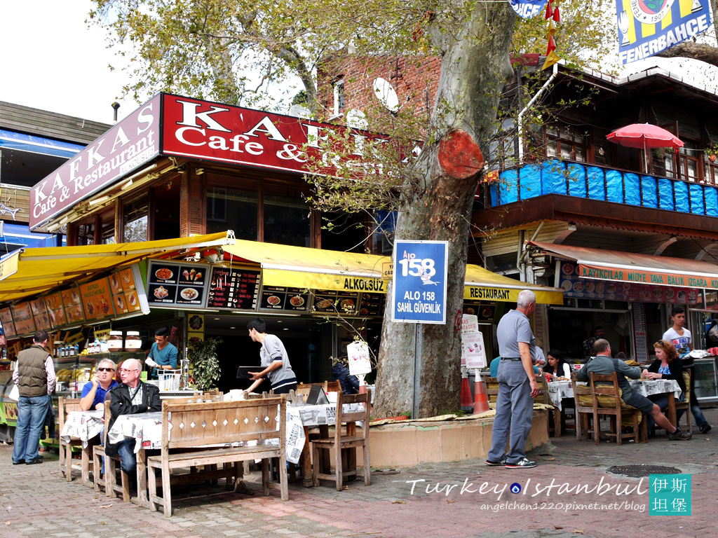 午餐就選在靠近碼頭的餐廳用餐.jpg