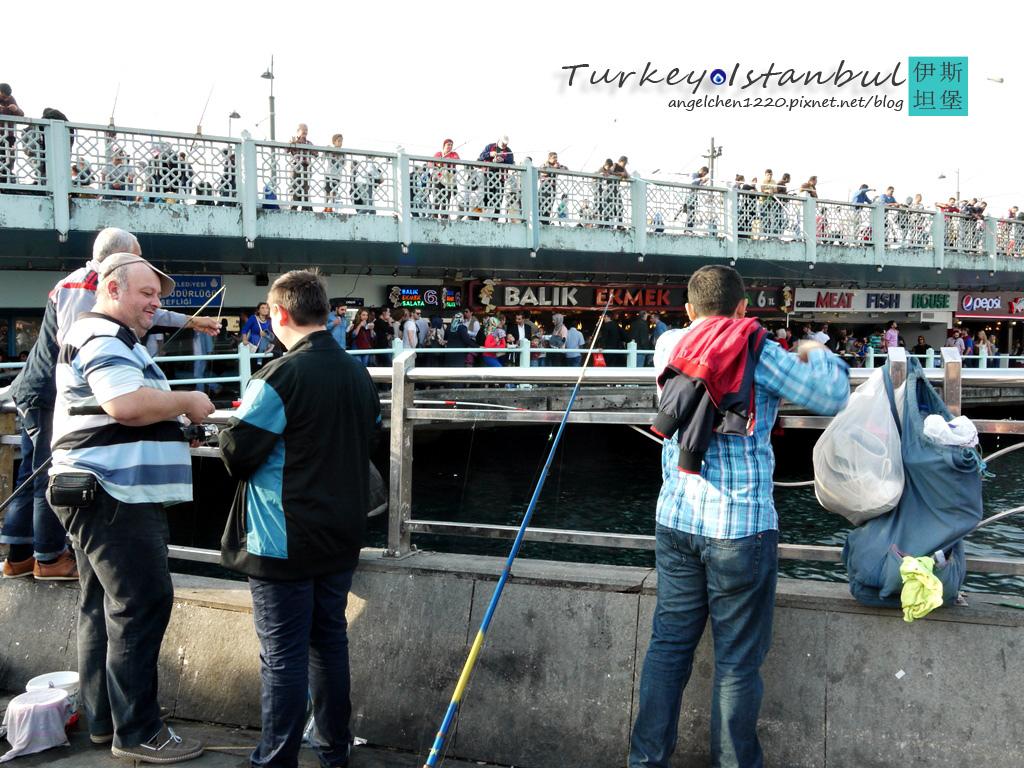 加拉達橋是當地人最愛釣魚的地方.jpg