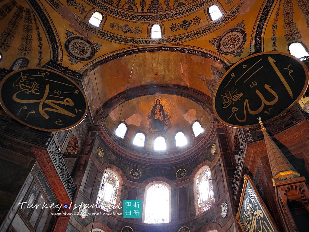 聖龕上方可看見聖母子鑲嵌畫.jpg