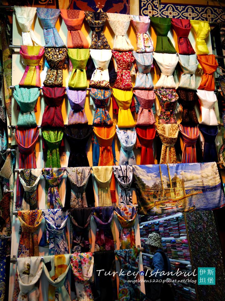 回教女性生活中必不可缺的就是絲巾.jpg