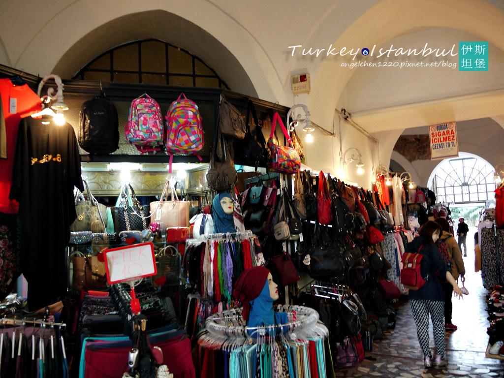 裡面都是賣包包和絲巾的迷你市集.jpg