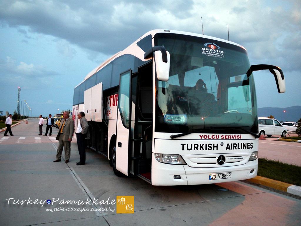 前往市區的巴士會配合班機時間行駛,所以不要太晚出關.jpg