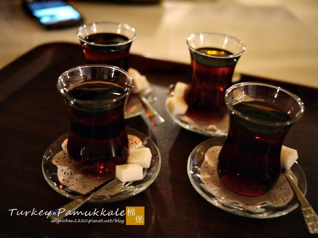 飯店主人很貼心的送上土耳其茶請我們喝.jpg