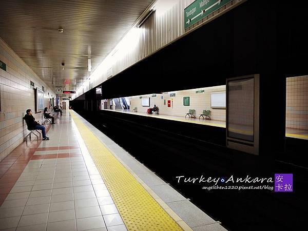 安靜的地鐵站.jpg