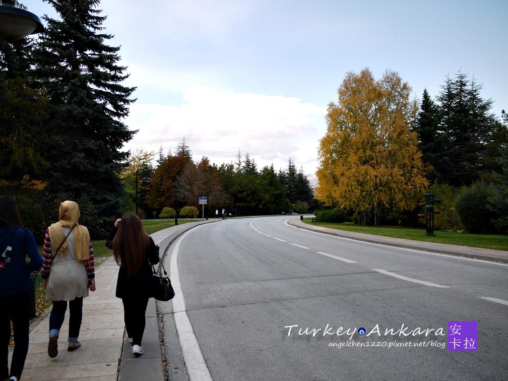 要進到凱末爾陵墓得先走上好長一段路.jpg