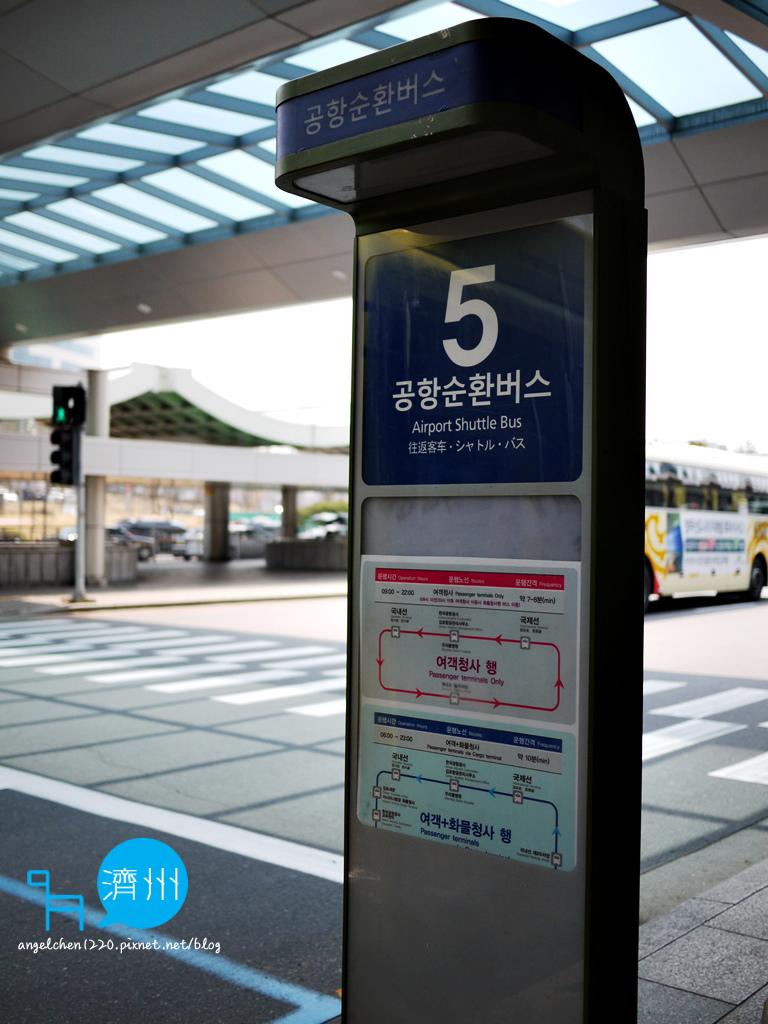 5號巴士站搭乘機場循環巴士.jpg