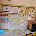 牆上的旅遊資訊.jpg