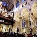 教堂內的巨大管風琴.jpg