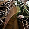 想要登頂就得通過這螺旋梯的考驗.jpg