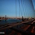 旁邊的曼哈頓大橋也很美.jpg