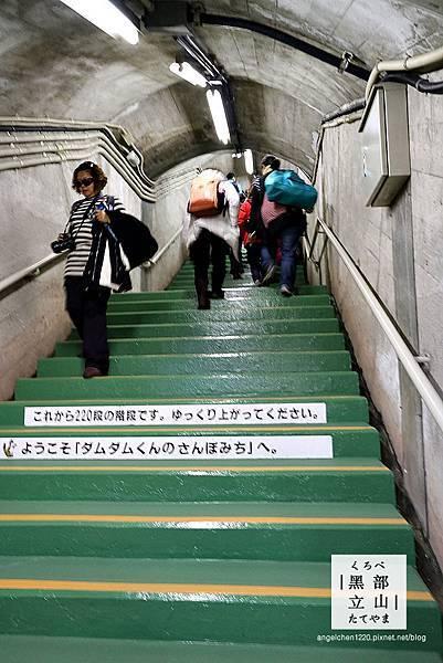 邊爬邊提醒你還有幾階樓梯.jpg