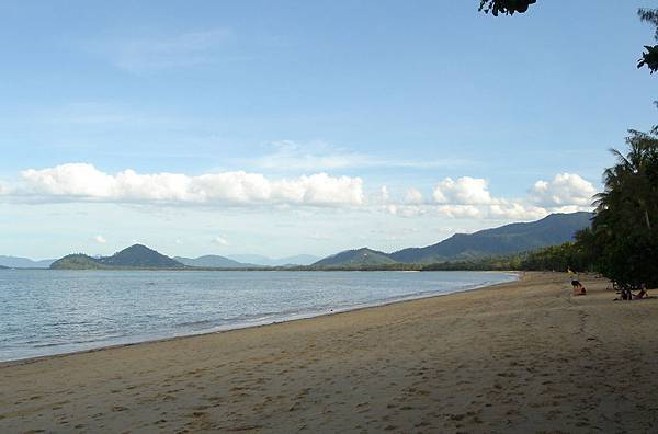 Palm Cove beach 2.jpg