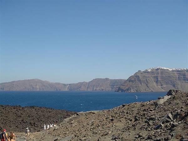 火山岩+海.JPG