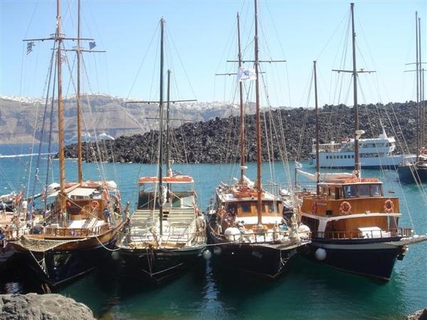 去火山島搭的船.JPG