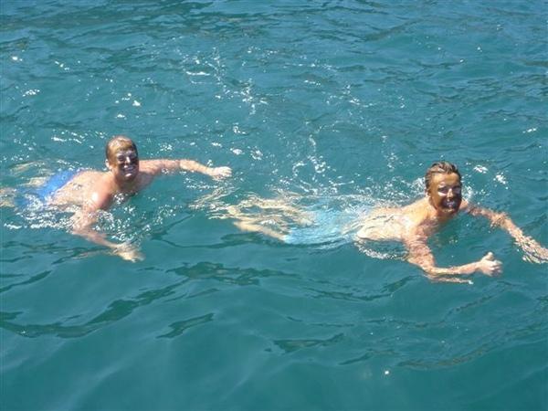 臉上沫地熱的泳客.JPG